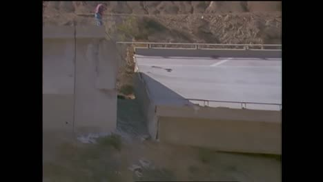 Footage-Of-The-1994-Northridge-Earthquake-Freeway-Collapses-9