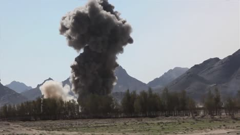 In-Helmand-Province-Afghanistan-Marines-And-Taliban-Exchange-Fire-4