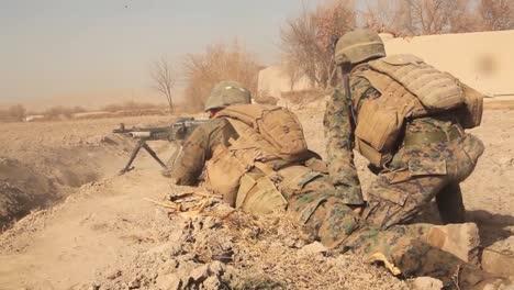 Marines-Patrullan-Y-Luchan-En-El-Valle-Sangin-De-Afganistán-2