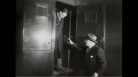 El-Sr-Y-La-Sra-Rosenberg-Reciben-Una-Sentencia-De-Muerte-Compartiendo-Secretos-Relacionados-Con-La-Bomba-Atómica-Con-Los-Rusos-En-1937