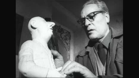 Italian-Sculptor-Bruno-Marini-Sculpts-Famous-People-Into-Statues-Statuettes-And-Masks-In-The-1960S