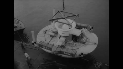 A-Hovercrafts-Flies-From-France-To-England-In-1959