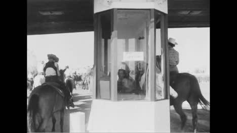Un-Drivein-Theatre-Con-Caballos-En-Lugar-De-Autos-En-California-En-1954-