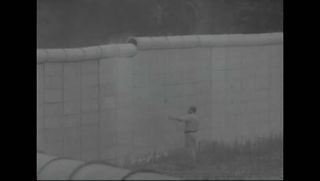 Los-Trabajadores-Pintan-El-Muro-De-Berlín-De-Blanco-Para-Disuadir-A-Más-Fugitivos-En-1967