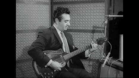 Vincent-Bell-The-Creator-Of-The-Instrument-The-Sitar-Plays-ñhappy-Feeling—-On-It-In-1967