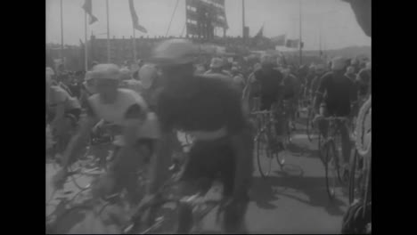Eddy-Murckx-Of-Holland-Wins-The-1967-World-Bicycle-Championship-Race
