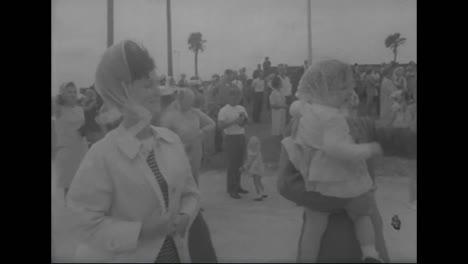 El-Portaaviones-The-Forrestal-Regresa-A-EE-UU-Desde-Vietnam-Después-De-Un-Gran-Incendio-En-1967