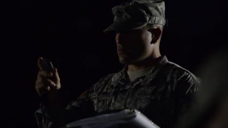 Soldaten-In-Der-Grundausbildung-Machen-Liegestütze-Und-Situps