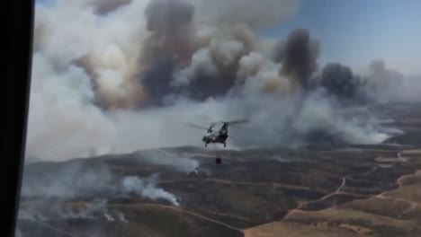 Us-Marine-Helicopters-Combat-A-Wildfire-In-San-Diego-County