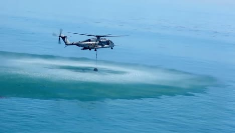 Us-Marine-Helicopters-Combat-A-Wildfire-In-San-Diego-County-1