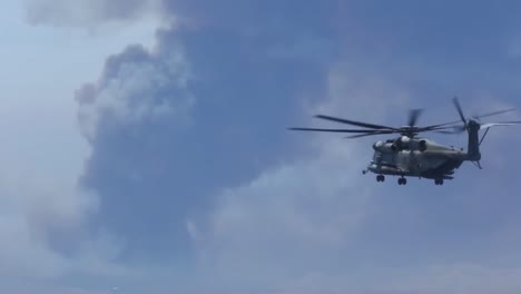 Us-Marine-Helicopters-Combat-A-Wildfire-In-San-Diego-County-2