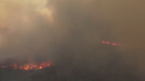 Us-Marine-Helicopters-Combat-A-Wildfire-In-San-Diego-County-3