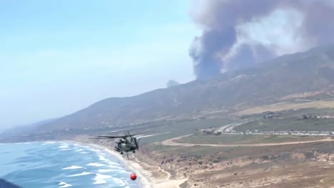 Us-Marine-Helicopters-Combat-A-Wildfire-In-San-Diego-County-4