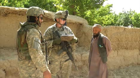 Soldiers-On-Patrol-In-Zabul-Province-Afghanistan-3
