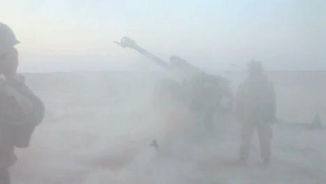 Soldados-Afganos-Disparan-Artillería-Al-Enemigo-2