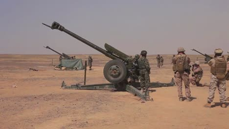 Afghan-Soldiers-Fire-Artillery-At-The-Enemy-3