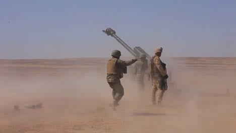 Afghan-Soldiers-Fire-Artillery-At-The-Enemy-4