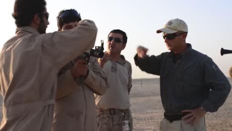 Afghanische-Truppen-Trainieren-Mit-Uns-Soldaten-Die-Ihnen-Beibringen-Wie-Man-Rollenspiele-Verwendet