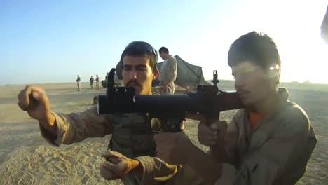 Tropas-Afganas-Entrenan-Con-Soldados-Estadounidenses-Que-Les-Enseñan-Cómo-Usar-Rpgs-2