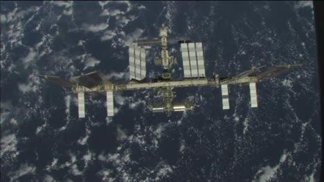 La-Estación-Espacial-Internacional-Sobrevuela-La-Tierra-De-Noche-2