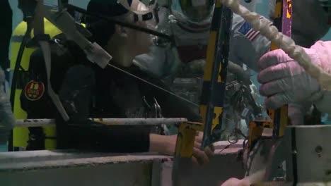 Nasas-Neutral-Buoyancy-Lab-Prepares-Astronauts-For-Zero-Gravity-In-Space-1