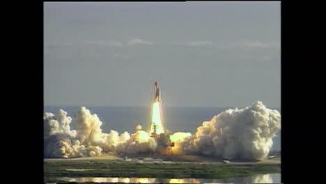 El-Desafortunado-Transbordador-Espacial-Columbia-Se-Lanza-El-1-De-Febrero-De-2003-Y-Un-Pedazo-De-Fam-Se-Rompe-Y-Golpea-El-Borde-De-Ataque