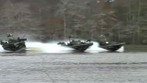 Navy-Seals-Special-Ops-Warcraft-Practice-A-River-Invasion-Exercise