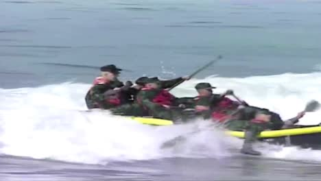 News-Style-Footage-Of-Navy-Seals-Training-For-An-Underwater-Demolition-Exercise-1