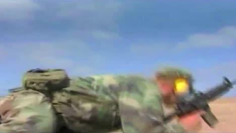 La-Fuerza-De-Ataque-De-La-Foca-Naval-Ataca-Una-Posición-En-El-Desierto