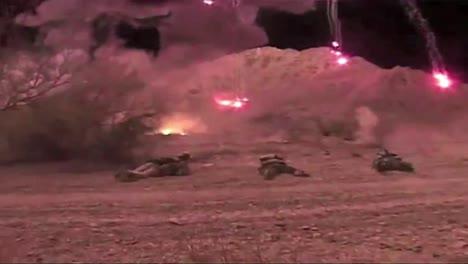 Imágenes-Infrarrojas-Y-Nocturnas-Del-Tren-De-Los-Navy-Seals-En-Ejercicios-De-Combate-De-Fuego-Real-Con-Granadas-Imágenes-Infrarrojas-Y-Nocturnas-Del-Tren-De-Los-Navy-Seals-En-Ejercicios-De-Combate-De-Fuego-Real-Con-Granadas