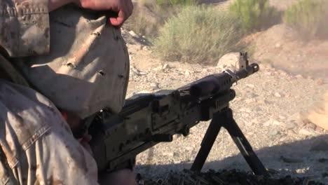 Los-Marines-Antitanque-Disparan-El-Mk19-M240-Y-El-M16-En-Afganistán