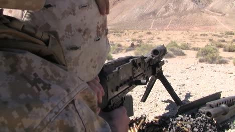 Los-Marines-Antitanque-Disparan-El-Mk19-M240-Y-El-M16-En-Afganistán-1
