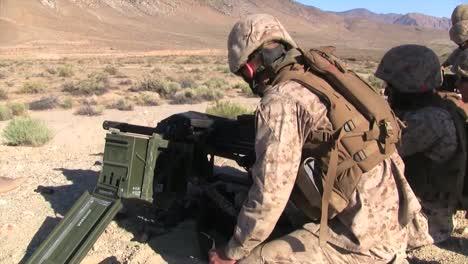 Los-Marines-Antitanque-Disparan-El-Mk19-M240-Y-El-M16-En-Afganistán-2