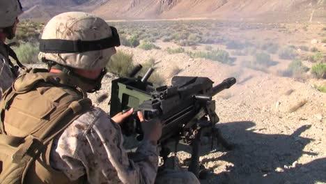 Los-Marines-Antitanque-Disparan-El-Mk19-M240-Y-El-M16-En-Afganistán-3