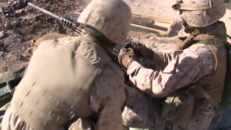 Marines-Fire-The-M240-Machine-Guns-In-A-Training-Exercise-In-Afghanistan-3