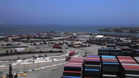 Diverse-Aufnahmen-Im-Hafen-Von-Long-Beach-Inkl-Kränen-Und-Containern-6