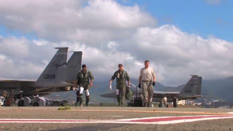 Pilots-Walk-Near-Their-Fighter-Jets-In-A-Top-Gun-Moment