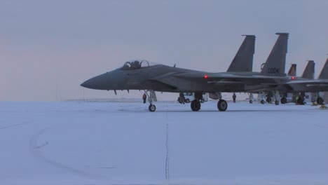 F15-Jet-Fighters-Prepare-For-A-Mission-On-A-Snowy-Morning-In-Montana-2
