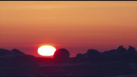 A-Time-Lapse-Of-The-Midnight-Sun-Across-The-Horizon-And-Frozen-Temperatures-Of-The-Arctic
