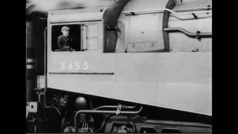 A-New-Luxury-Train-Has-A-Bar-Dining-Cars-And-Bedrooms-With-Showers-In-1938