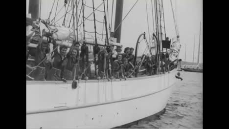 Girl-Scouts-In-New-York-Go-Sailing-In-1939