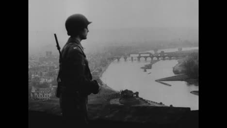 General-Bradley-Dankt-Seinen-Amerikanischen-Soldaten-Für-Die-Eroberung-Deutschlands