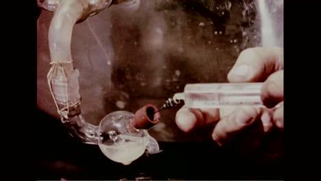 Los-Científicos-Prueban-La-Eficacia-De-Las-Máscaras-De-Gas-Civiles-En-1960-