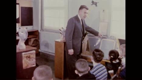 Los-Niños-Se-Utilizan-Para-Experimentar-La-Eficacia-De-Las-Máscaras-De-Gas-En-1960