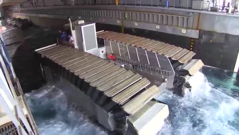 The-Ultra-Heavy-Lift-Amphibious-Connector-Boat-Makes-Into-Its-Docking-Position
