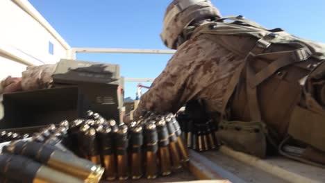 Marines-Bekämpfen-Afghanische-Feinde-Von-Einem-Dach-Aus