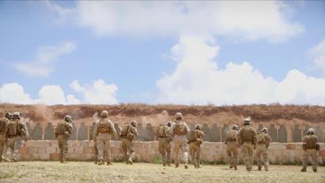 Wir-Marines-üben-En-Masse-Auf-Einem-Schießstand