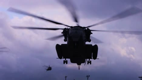A-Ch53E-Super-Stallion-Helicopter-Transports-Troops-In-The-Field