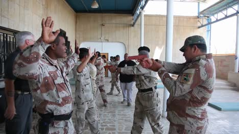 Us-Soldiers-Train-The-Iraqi-Army-In-Basic-Tactics-1