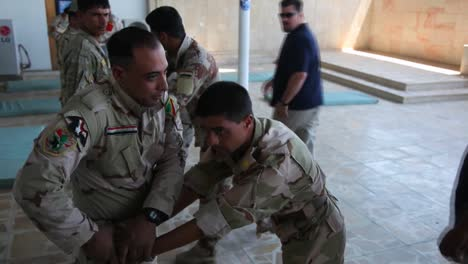 Us-Soldiers-Train-The-Iraqi-Army-In-Basic-Tactics-2